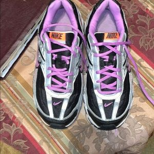 Sz 9 Nike tennis shoes
